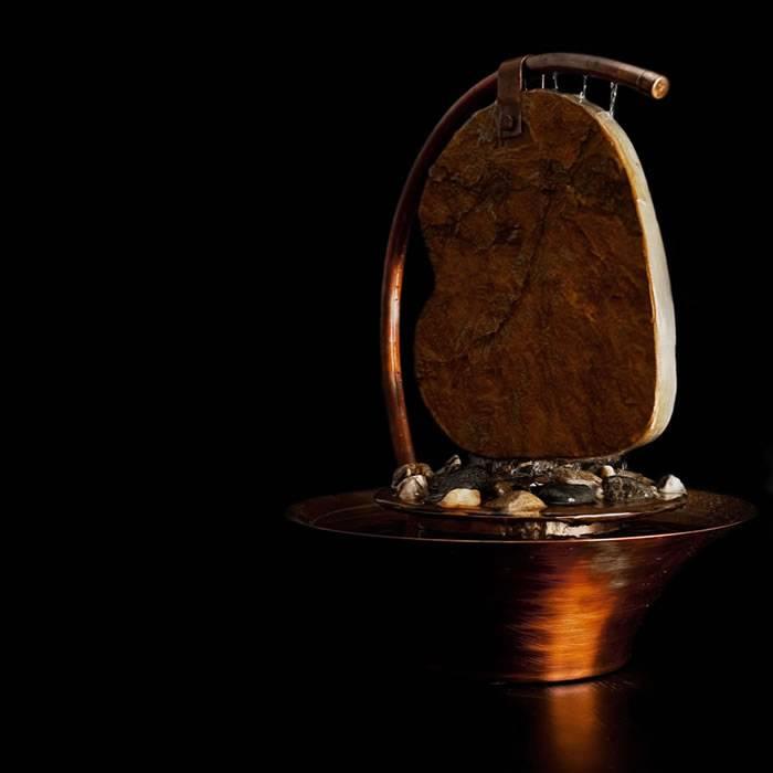 poza fantana decorativa de interior din cupru patinat - model Inima realizata de bluConcept