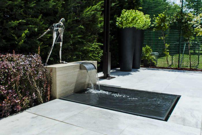 Amenajare de fantana pentru terasa cu cascada si oglinda de apa